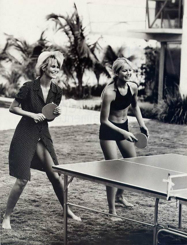Пинг-понг от Клаудии Шиффер и Валерии Мазза. 1995 год