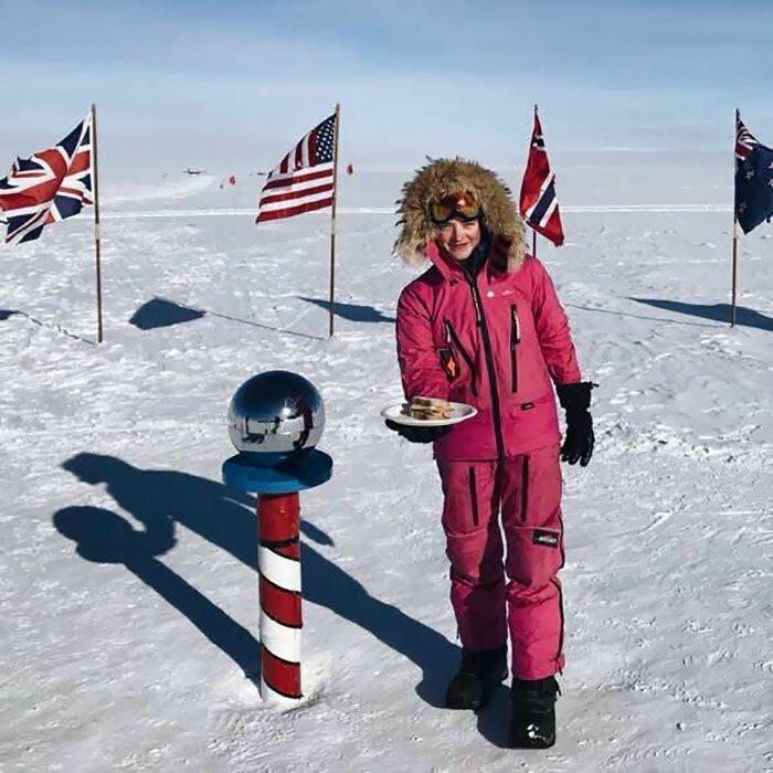 """""""Эта фотография с Южного полюса - для всех мужчин, которые смеялись надо мной и говорили """"Сделай мне бутерброд"""". Я его сделала. Теперь доберитесь сюда, чтобы его съесть"""""""