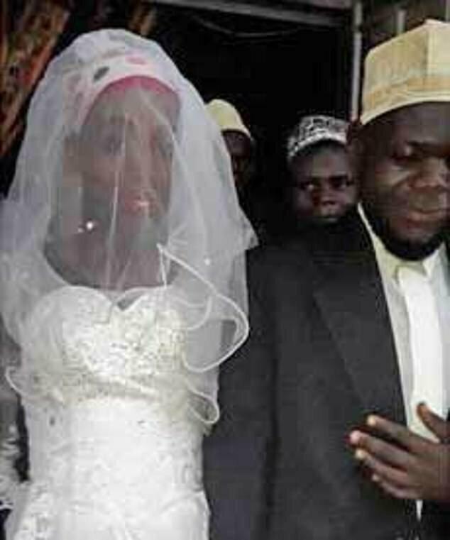 Африканский священнослужитель по свой доверчивости остался без жены и без работы