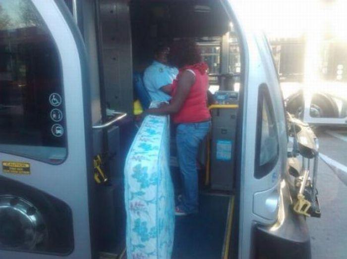 Когда в автобусе хочется полежать