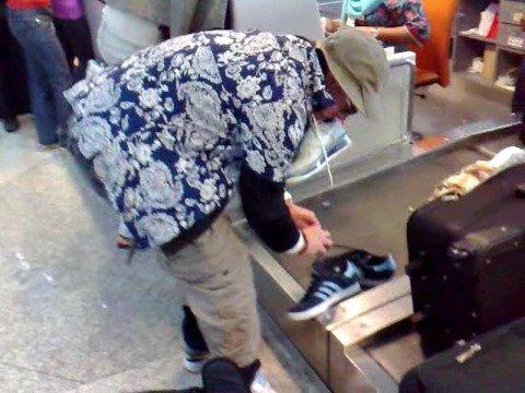 Одни сдают чемоданы...