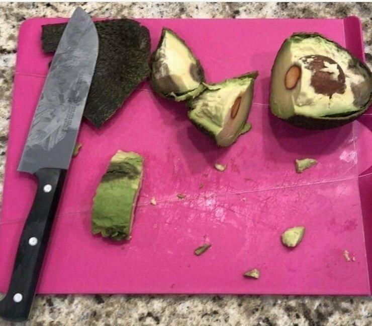 """""""Посмотрите, как моя жена порезала дочери на обед авокадо. Как будто она в первый раз его видит!"""""""