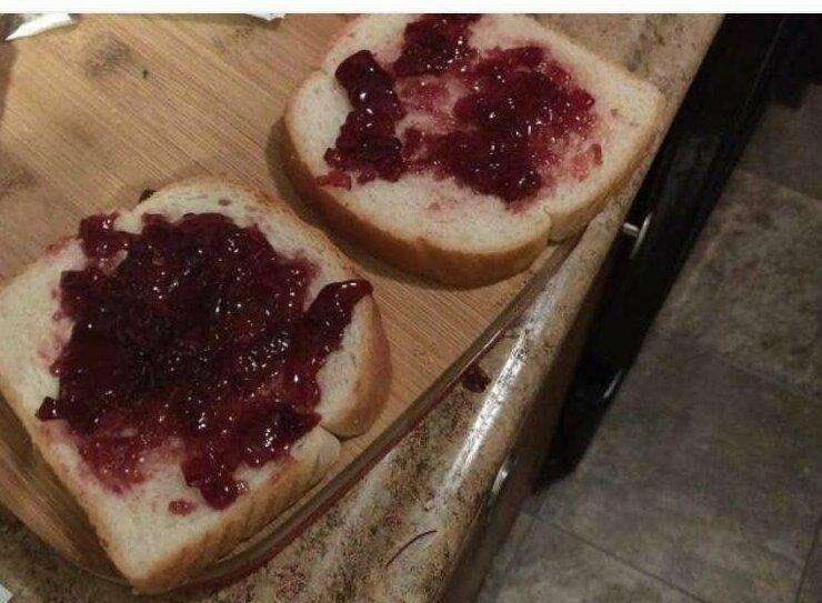 """""""Я попросила мужа сделать мне бутерброд с арахисовым маслом и джемом. Оказывается, я замужем за монстром!"""""""