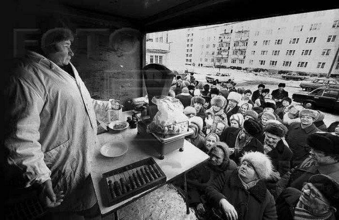 Продовольственная очередь в СССР. Вторая половина 80-х