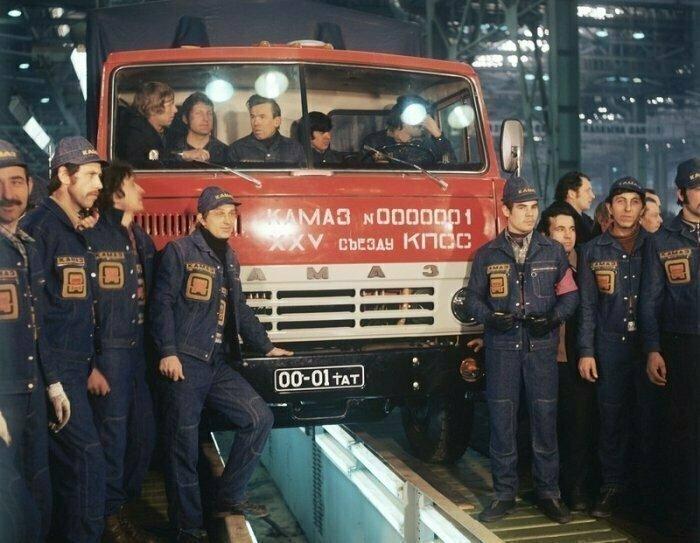 16 февраля 1976 года с конвейера автозавода «КамАЗ» сошел первый грузовик КамАЗ-5320, в девичестве американский International COF-220.