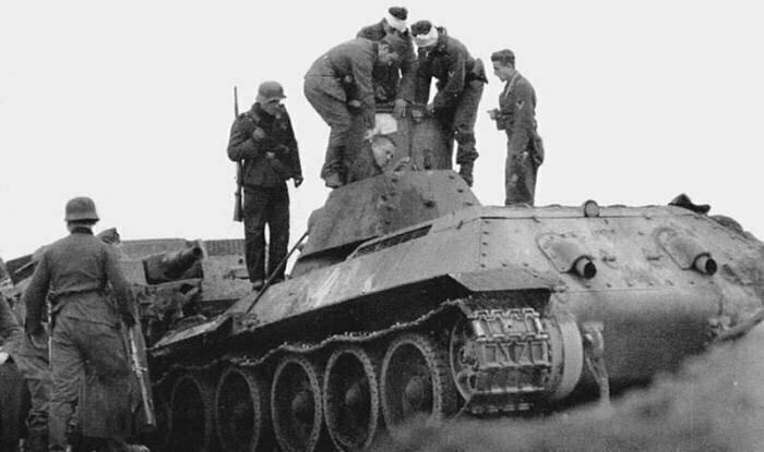 18 октября 1941 года советский танк Калинин вышел из строя. Экипаж взят в плен. Дальнейшая судьба неизвестна