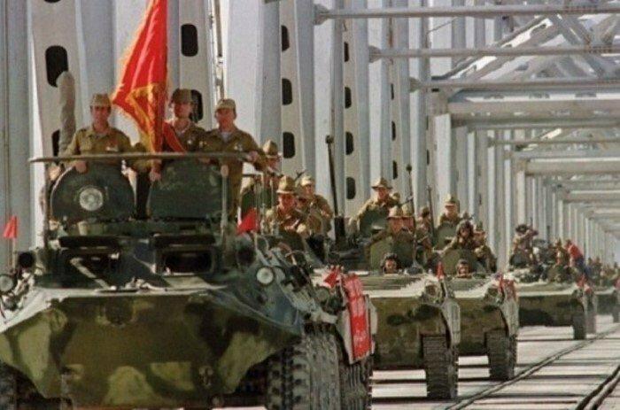 15 февраля 1989 года завершился вывод войск СССР из Афганистана (начат 15 мая 1988 года)