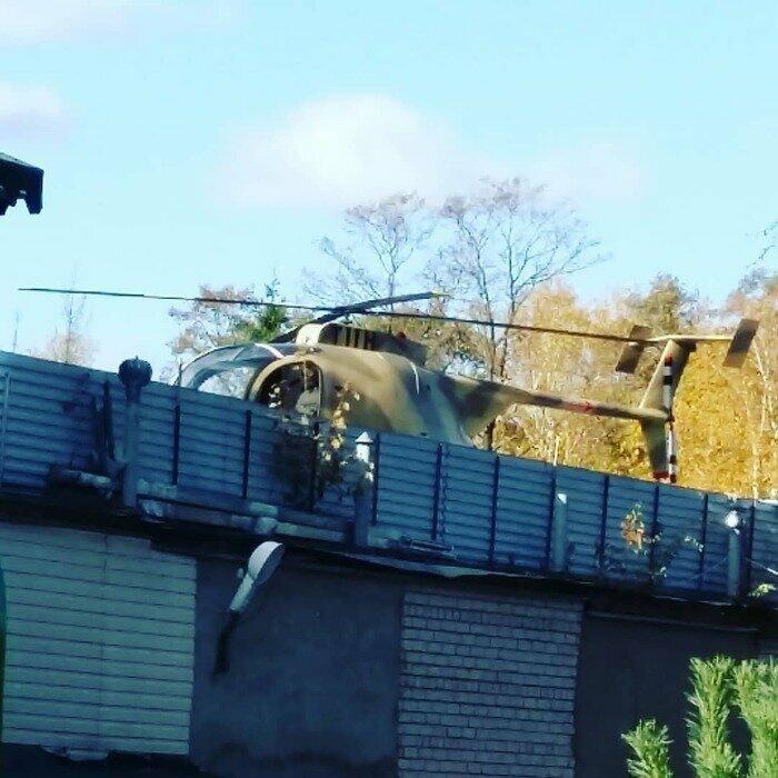 Просто вертолёт на крыше гаража