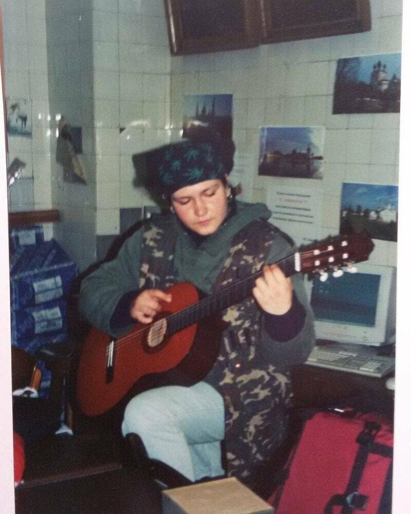 Многие тогда увлекались музыкой, играли в группах
