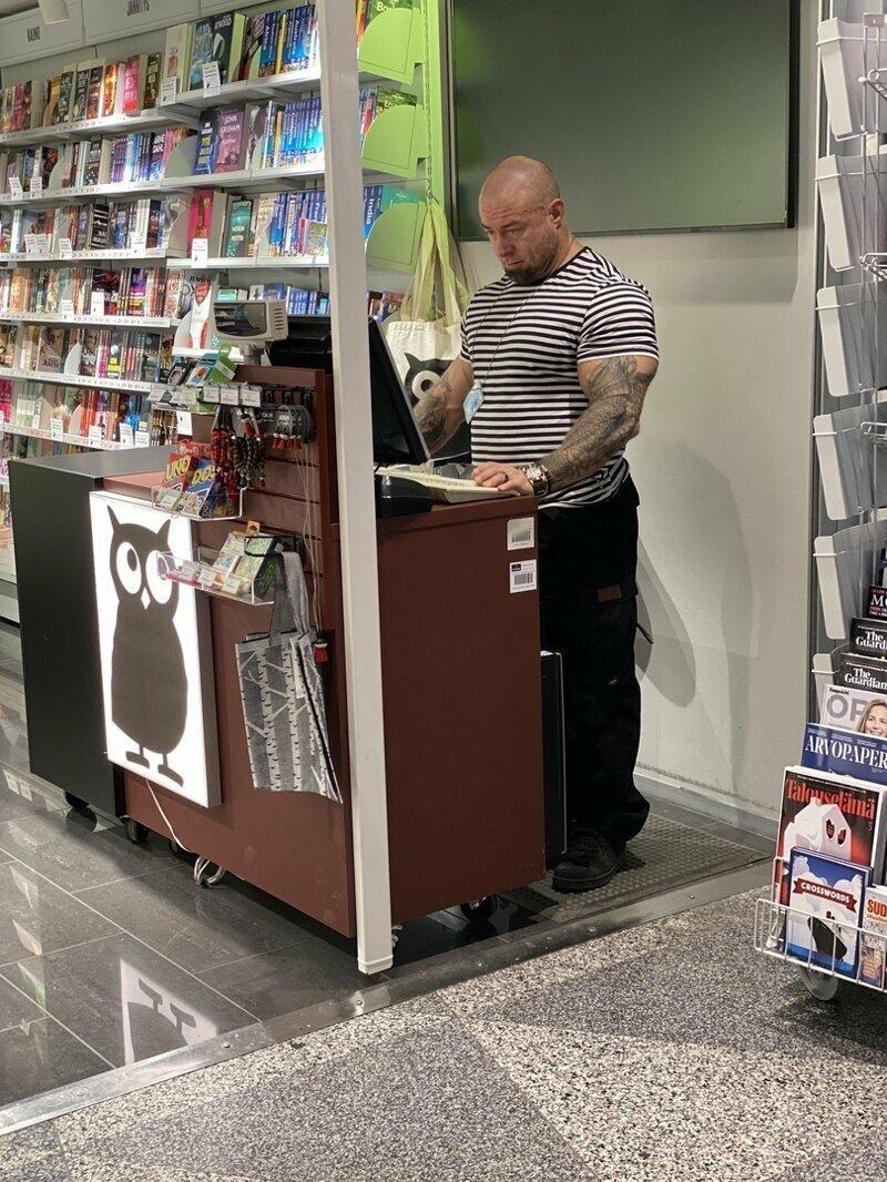 Хельсинки. За кассой в книжном магазине