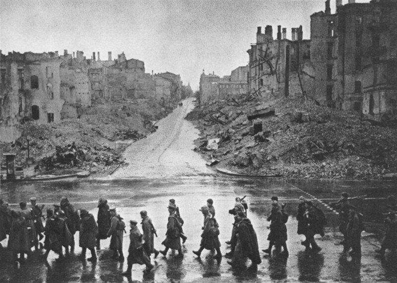 Советские солдаты в освобождённом Киеве, ноябрь 1943 г.