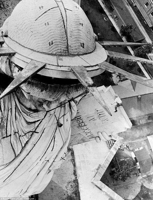 Олдскульный экстрим - на статую Свободы без страховки. Нью-Йорк. США. 1938г.