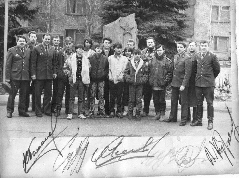 Группа «Ласковый май» с фанатами, 1990-е годы, Запорожье