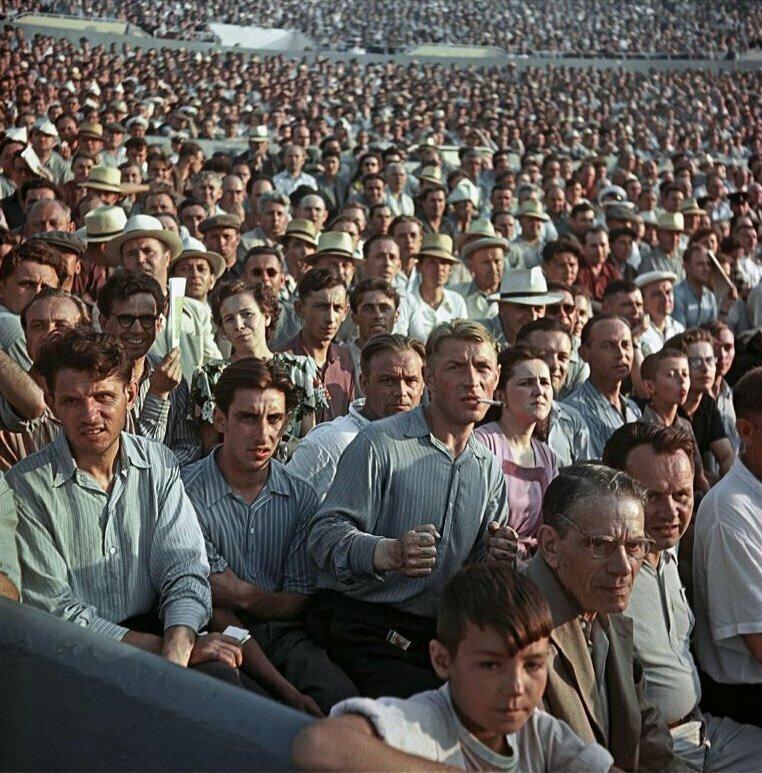 Болельщики на стадионе «Динамо», 1956 год, Москва