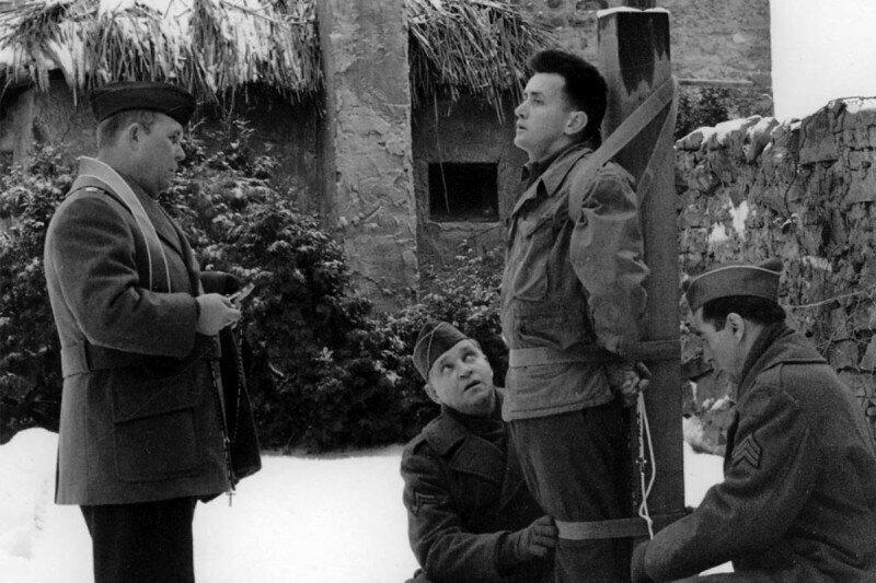 31 января 1945 года, по приговору военного суда был расстрелян за дезертирство 24-летний рядовой армии США Эдвард Словик.