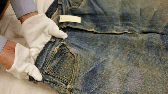 9. Самая старая пара джинс, сохранившаяся сегодня: Levis, 1879 год