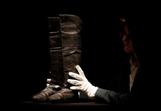 15. Ботинки, которые носил Наполеон Бонапарт. Их сделал Жак на улице Монмартр