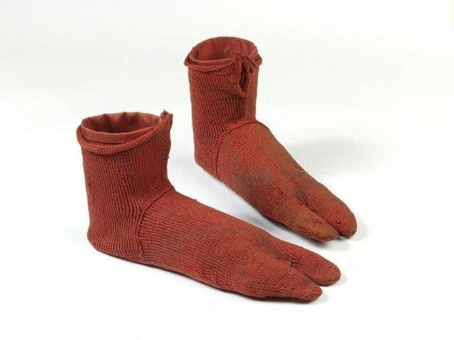 1. Шерстяные носки из римского Египта. Датируются 250-420 гг