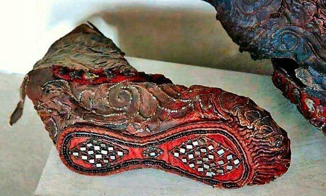 10. Этому сапогу скифской женщины 2300 лет, он сохранился в мерзлой земле Алтая