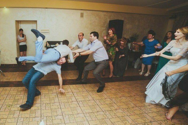 Многие свадьбы заканчиваются серьезными травмами