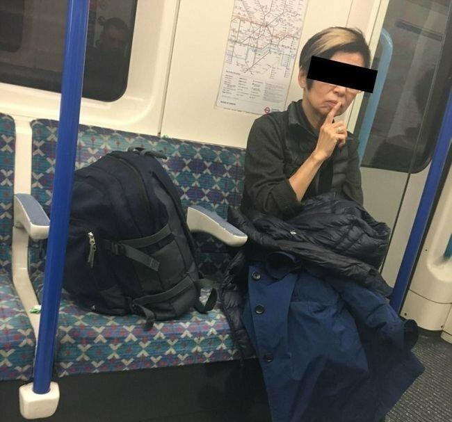 Люди, занимающие в транспорте два сидения, вместо одного