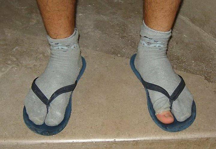 Дико бесят мужчины, которые надевают носки под сандали