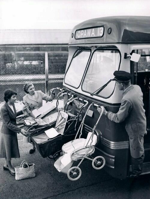 Специальные крючки для колясок на рейсовых автобусах