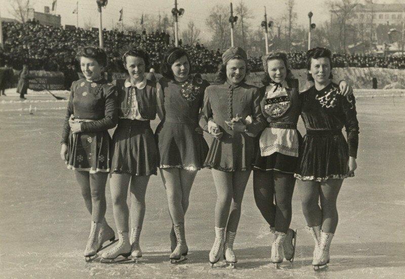 Каток Динамо в Москве, фото А. Гинзбурга. 1946 год
