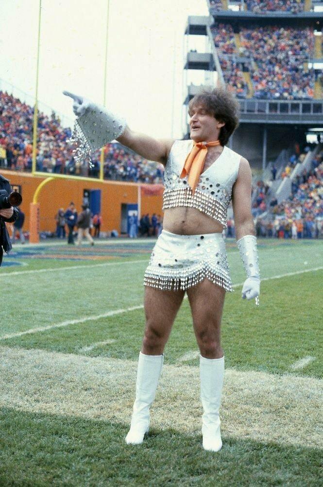 Роббин Уильямс в роли чирлидера Денвер Бронкос, 1978 г.
