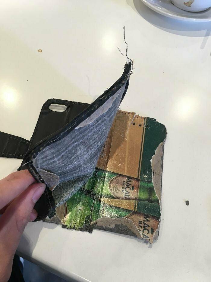 """""""Я порвал свой старый чехол для телефона и обнаружил, что он сделан из пивного подстаканника"""""""