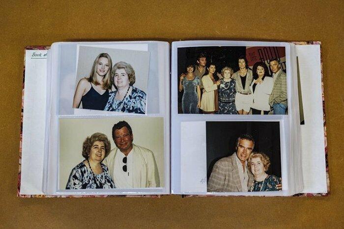 Загадочная тетушка обнималась со всеми голливудскими звездами