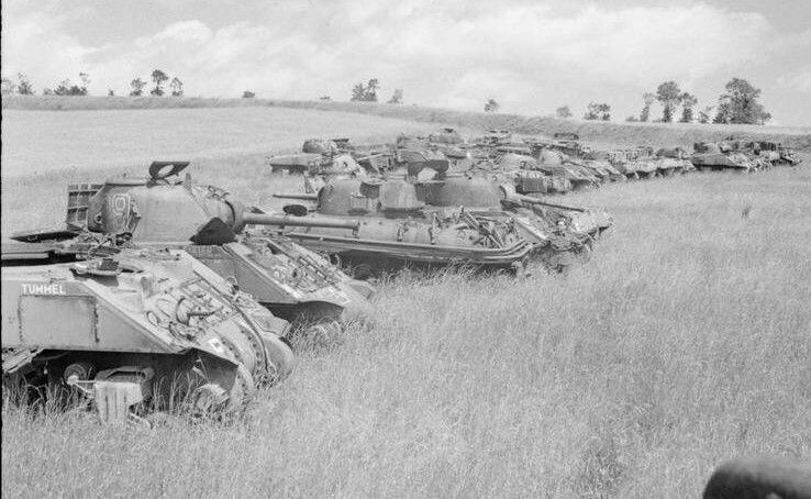 Танки M4 Sherman, ожидающие разборки - работающие агрегаты отправлялись  на гражданские нужды, остальное резалось и переплавлялось