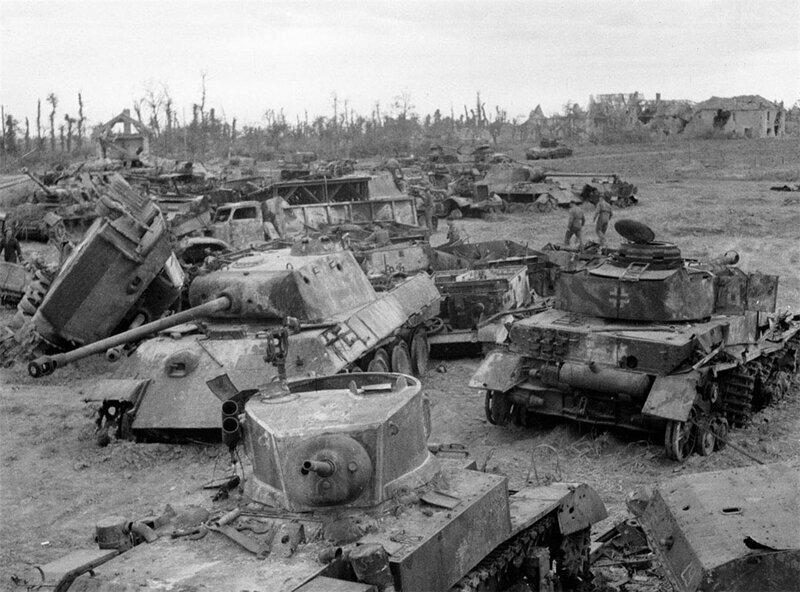 Основной сборочный пункт на северо-западе Франции в конце 1944, немецкая техника ждет отправки на разборку