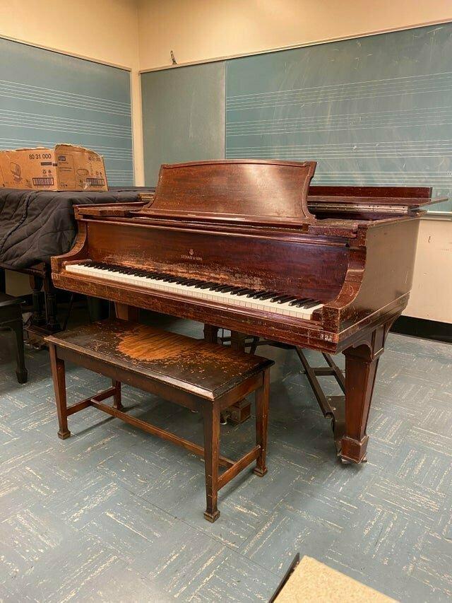 Фортепьяно в старой музыкальной школе