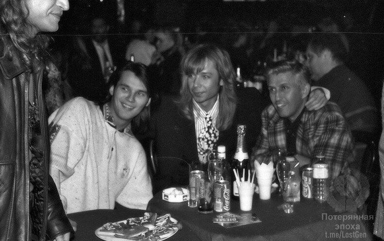 Влад Сташевский, Сергей Зверев, Юрий Айзеншпис и нос Леонида Агутина в клубе «Арлекино», 1993 год