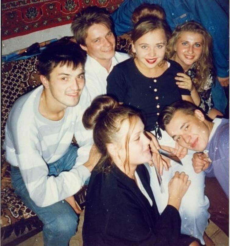 Группа Руки Вверх с поклонницами, 90-е