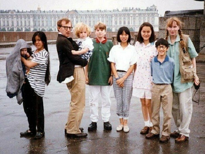 Знаменитый американский режиссер, актер и писатель Вуди Аллен с семьей в Ленинграде, 1987 год. Северная столица Вуди не понравилась