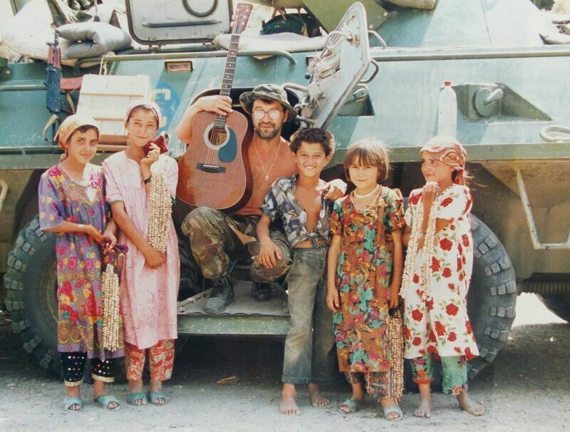 Юрий Шевчук в Таджикистане у солдат-миротворцев 201-й дивизии,август 1996 года