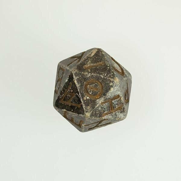 """Египетский """"игральный кубик"""", который датируется около 400 г. до н.э."""