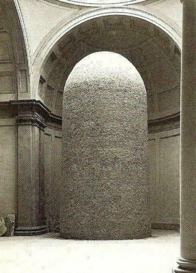 Статуя Давида во время Второй мировой войны выглядела так: ее старались защитить от бомб