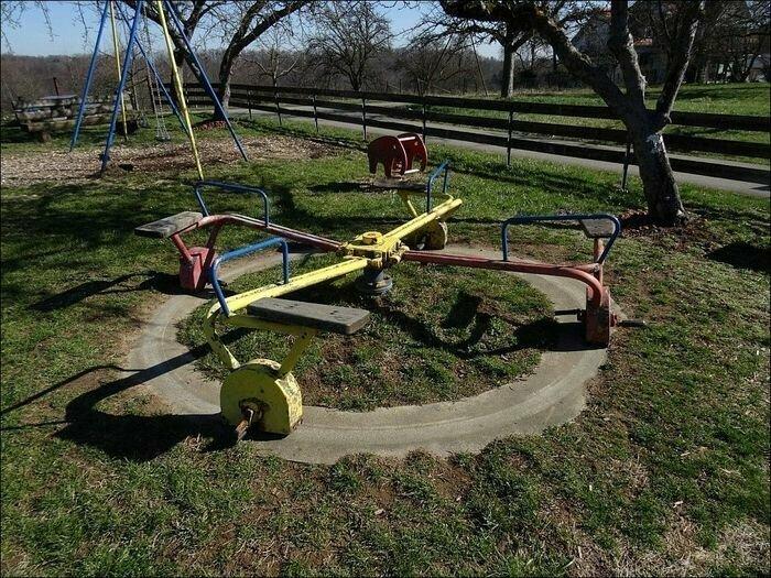 Ещё одна интересная приблуда на детской площадке