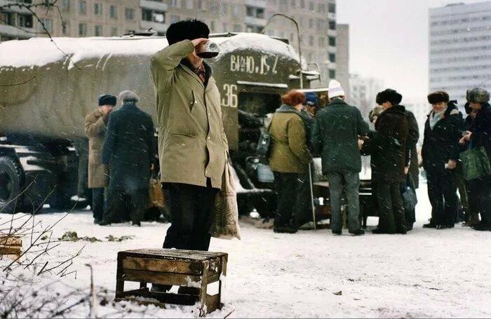 Продажа вина из цистерны, Москва, декабрь 1991 года