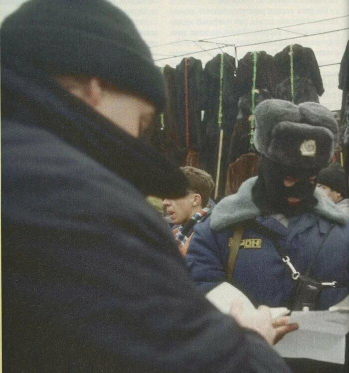 Милиция частенько устраивала рейды по московским рынкам