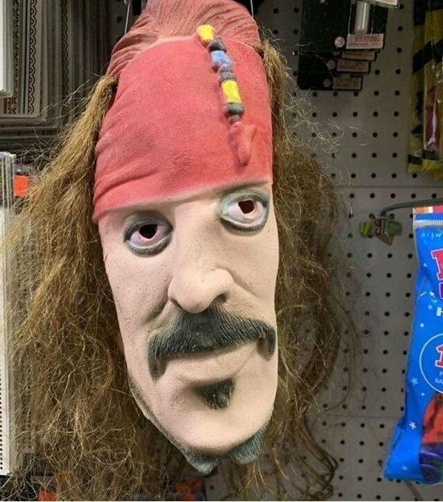 Пугающая маска Капитана Джека Воробья