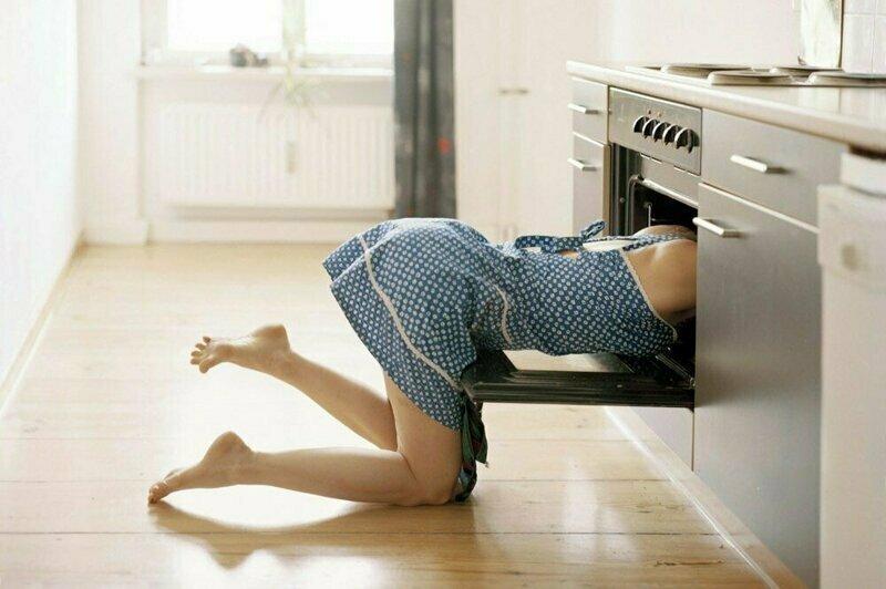 Многодетная мама переквалифицировалась в голую уборщицу