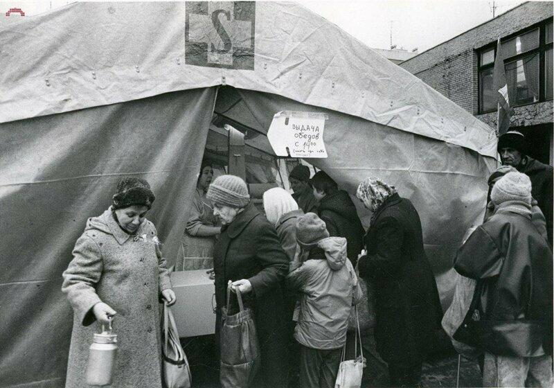 Очередь за гуманитарной помощью из Германии, Санкт-Петербург, 1991 год