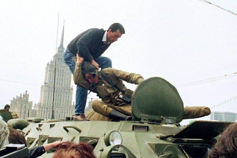Бунтарь успешно удаляет солдата из БТР, 1991 год