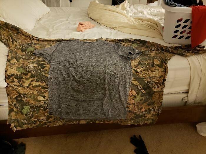 Две футболки - до диеты и после похудения на 100 кило