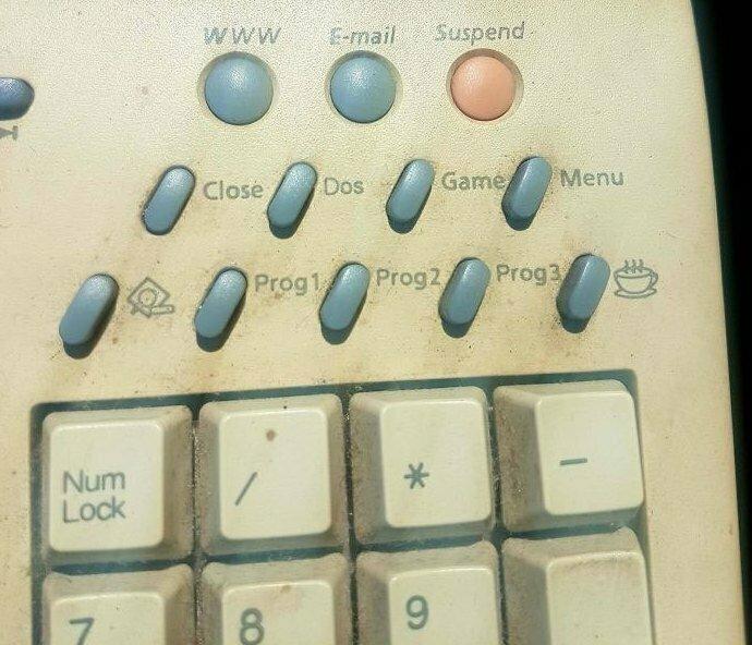 Старая компьютерная клавиатура Samsung. Что это за кнопка с чашкой кофе?