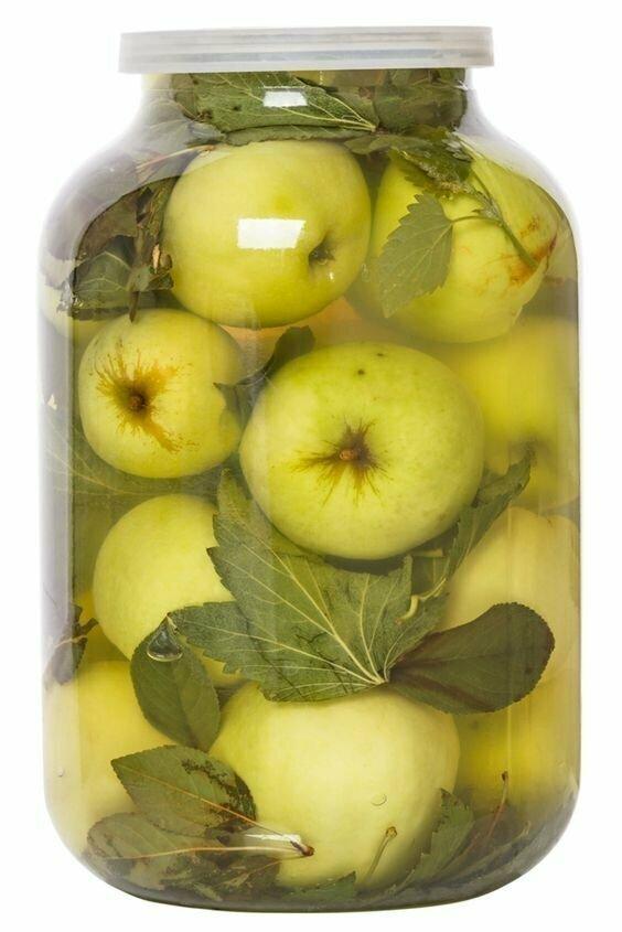 Моченые яблоки с чесноком